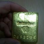 Нижняя часть разрезанного слитка золота с вольфрамом